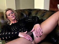 Mature mother with perfect figure and hungry crevices