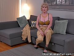yankee gilf Sindee Dix unwraps off and kneads one out