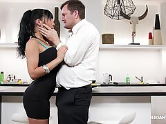 Valentina Ricci's kinky zeal for humungous cocks in her ass